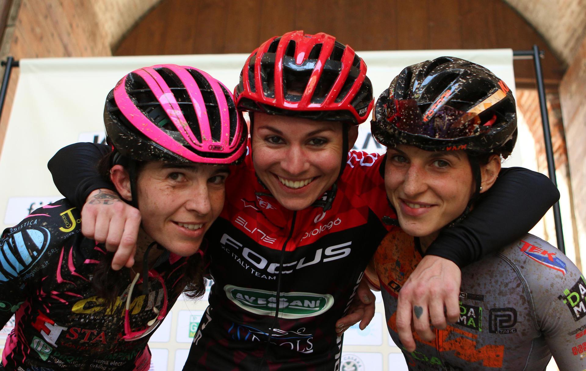 Da sinistra a destra: Simona Mazzucotelli, Mara Fumagalli, Gaia Ravaioli.